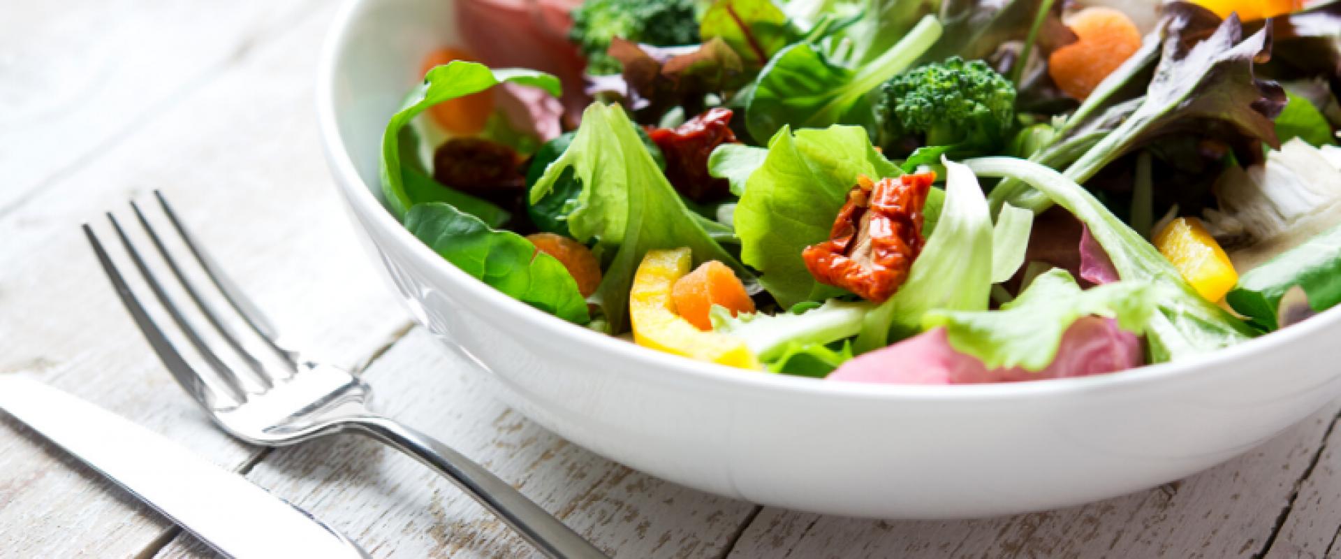 Aprenda a montar uma salada deliciosa!
